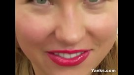 Yanks Blondie Lynika Fingering Her Pussy