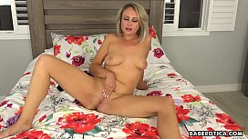 Elle McRae wouldn'_t wait for a man to fuck her