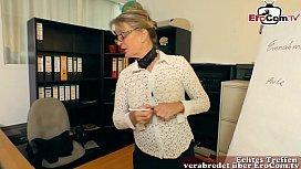 deutsche reife sekrit&auml_rin verf&uuml_hrt jungen mann im b&uuml_ro zum sex