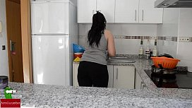Scrubbing the dishes and her pussy