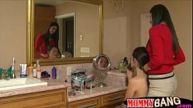 Teen Melanie and stepmom India horny some in the bathroom