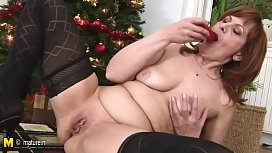 Mature christmas slut mother has her present