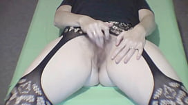 Front row seat to this milfs orgasm