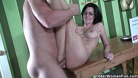Hard nippled milf Brandi Edwards gets her pussy trashed