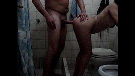 con la nena en el baño