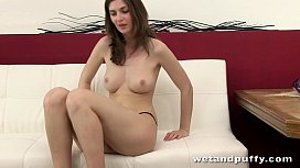 Amateur goes wild with her new sex toy