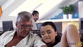 DADDY4K. &iquest_Qu&eacute_ preferir&iacute_as, tu computadora o tu novia? &iquest_Y ella?