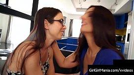 Hot Mommy Mindi Mink Tongue Fucks Younger Babe Serena Blair!