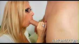 Sexy mom gets pleasure of schlong