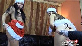 Spermaregen f&uuml_r 2 Bi-Teenies an Weihnachten - SPM AmandaCarmela TR119