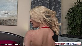 Nau blonde housewife Laura Bentley fucking