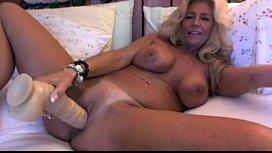 Milf blonde masturbating webcamofse com