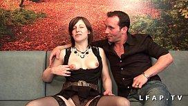 Jolie cochonne francaise sodomisee et prise en double pour son casting porno