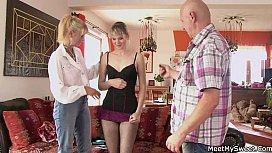 Жена смотрит как подруга просит у мужа показать член, лесби в чулках молодые видео