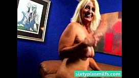 Chubby blonde mature wife howing her sexy body
