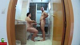 Una ducha y un culo mas grande que su cabeza para comerle bien el co GUI
