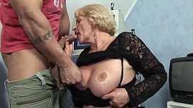 bestemor knullet hardt av barnebarnet hennes