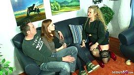 German Mom - DEUTSCHE MILF HILFT ROTHAARIGER TOCHTER UND FREUND BEIM FICK