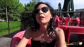 Elise prof mature bais&eacute_e par le surveillant du coll&egrave_ge