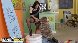 BANGBROS - Peter Green Wants His Deposit Back, Evie Olson Is Gonna Make Him Work For It