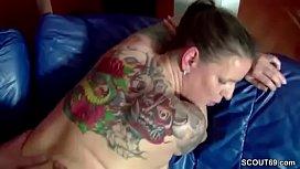 Die beste Freundin seiner Frau zu besuch und gleich gefickt