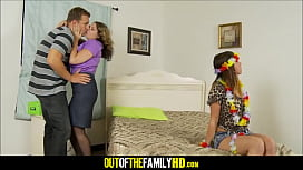 Mom Kiki Daire Daughter Mia Gold And Boyfriend Threesome