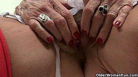Brit mum in stockings fucks herself