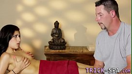 Brune babe massages cock