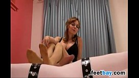 Wife Gives A Footjob With Pa ose On