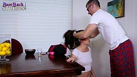 Irmão fode com a sua irmã a força