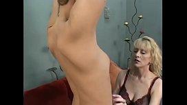 Mature blonde Natasha Skinski pussy licked by y. blonde Samantha Slater
