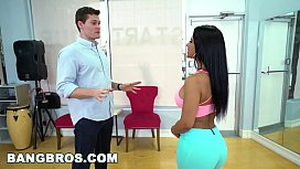 Big Ass Rose Monroe Teaches Salsa and More blowjob under table