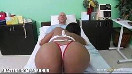 Brazzers Codi Bryant es una enfermera sucia Pornhubcom