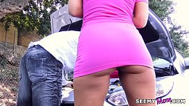 Stranded MILF Brooklyn Chase squirting