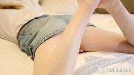 Yanks Layla D. Humps Herself Horny