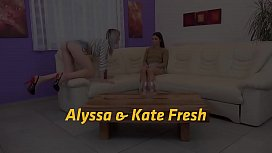 Teen pisses and toys her girlfriends pussy - Lesbian Pissing
