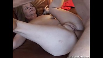 Gorgeous Older Babe Loves To Fuck thumbnail