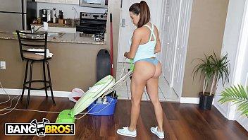 Bangbros Busty Latin Maid Julianna Vega Sucks And Fucks For Cash thumbnail