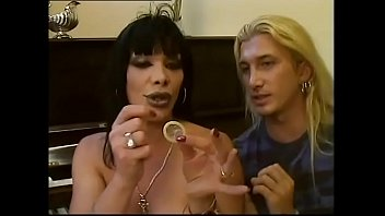 Shemale how to Not to be missed a transsexual explains how to put a condom