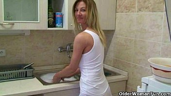 10.mpg mature - Moms home made masturbation videos