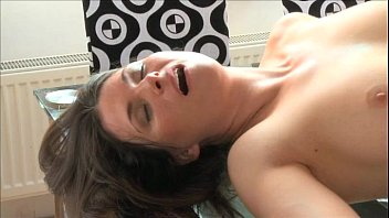 Jessica fiorentino pissing Mom sexy brunette milf loves his huge cock