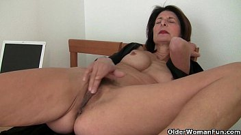 Free old pic porn woman Porn will get moms pussy juicy