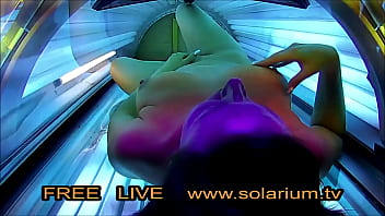 Hidden Cam in real Public Tanning Salon filmed Girl on Solarium