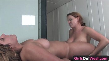 Girls Out West - Two curvy lesbian girls masturbate