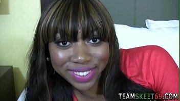 Ebony slut gets facial