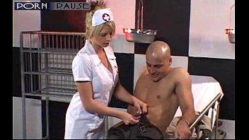 Порно онлайн медсестра помогает пациенту