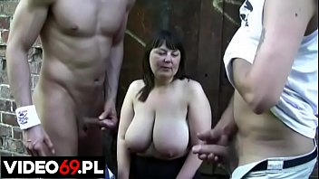 Polish porn - Chubby older woman sucks two younger cocks next to the car
