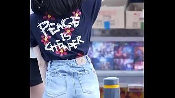 公众号【是小喵啦】超幼甜美可爱的韩国妹子户外清纯热舞
