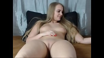 Free shaved vagina pictures - Sexy young blonde shows off her shaved pussy on cam - camgirlsuntamed.com