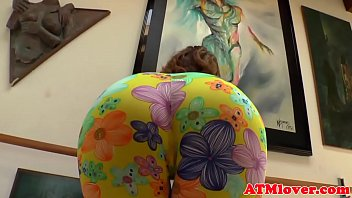 Roundass babe drilling her holes with toys